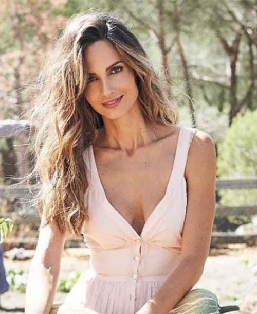 Ariadne Artiles muestra por primera vez su embarazo en su 39 cumpleaños