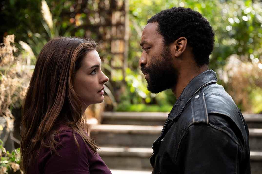 'Confinados' con Anne Hathaway y Chiwetel Ejiofor – Estreno en HBO