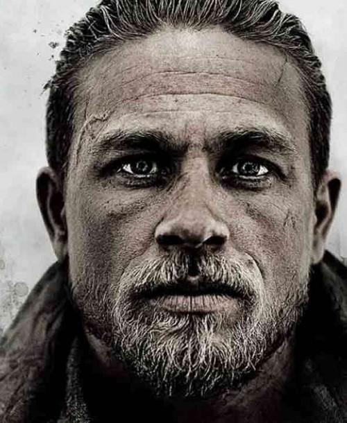 'Rey Arturo: la leyenda de Excalibur'  de Guy Ritchie con Charlie Hunnam y Jude Law