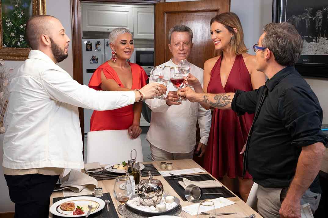Ana María Aldón, perfecta anfitriona en la final de 'Ven a cenar conmigo. Gourmet Edition'
