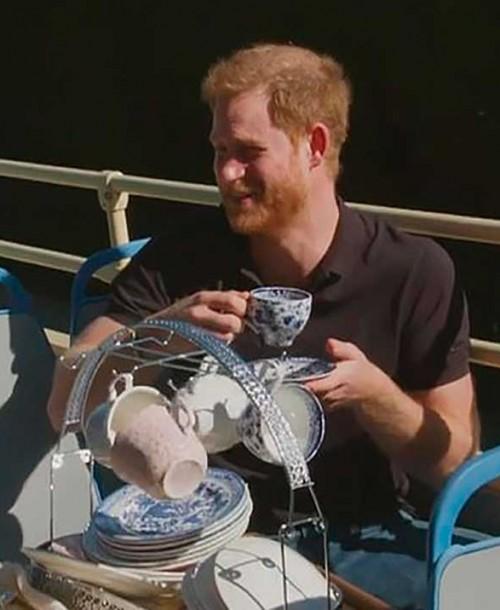 La sorprendente y divertida entrevista de Harry, rapeando al ritmo del Príncipe de Bel Air