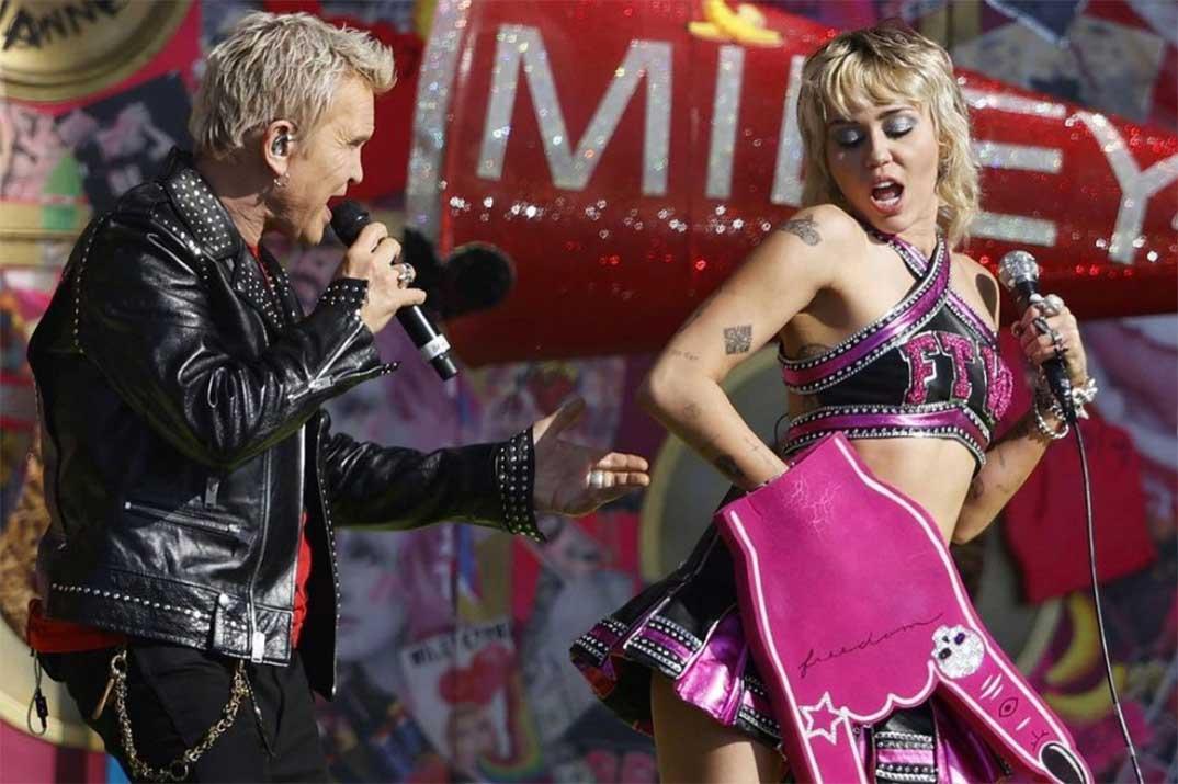 Miley Cyrus y Billy Idol - Super Bowl 2021 © Redes Sociales