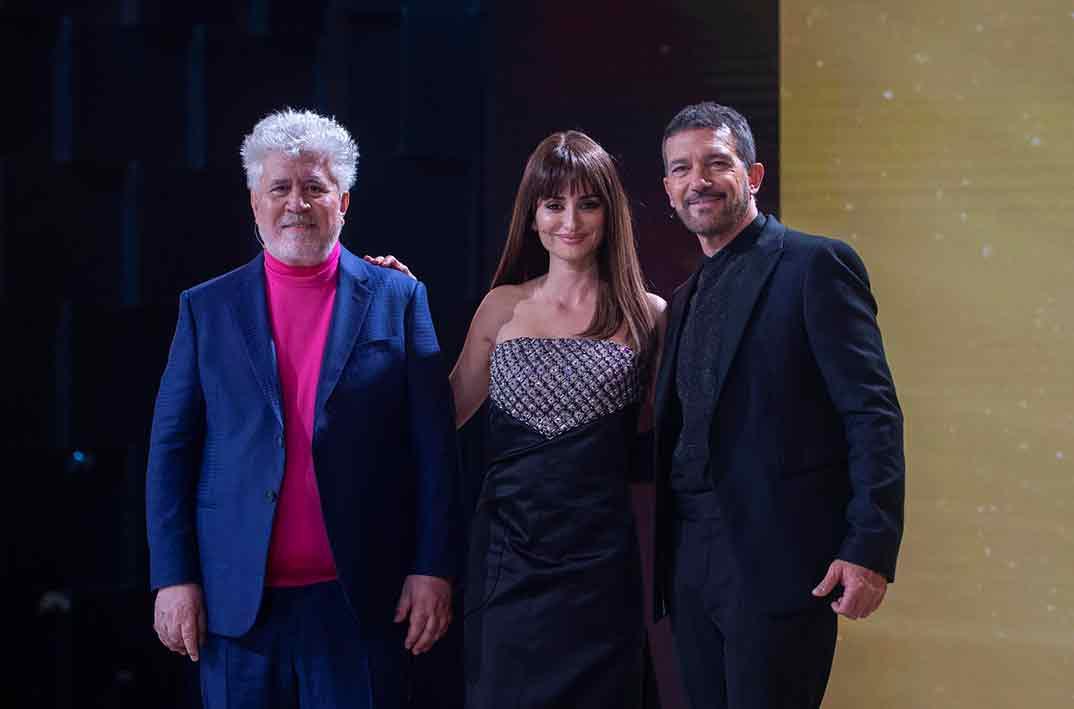 Pedro Almodóvar, Penélope Cruz y Antonio Banderas- Premios Goya 2021 © Cortesía de la Academia de Cine