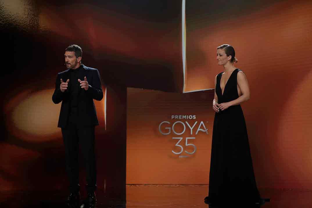 Los presentadores de los Goya Antonio Banderas y María Casado ©Miguel Córdoba – Cortesía de la Academia de Cine