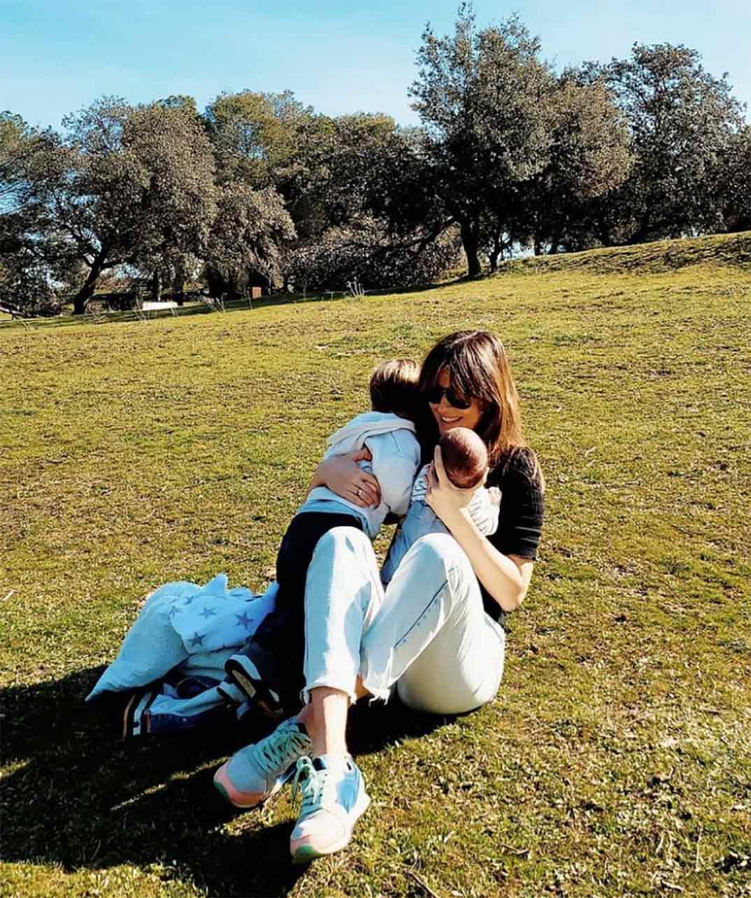 Isabel Jiménez con sus hijos © Instagram