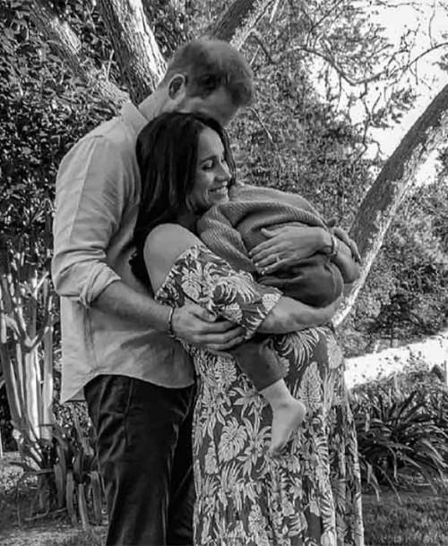 La nueva foto viral de Meghan Markle, embarazada y con Archie en brazos