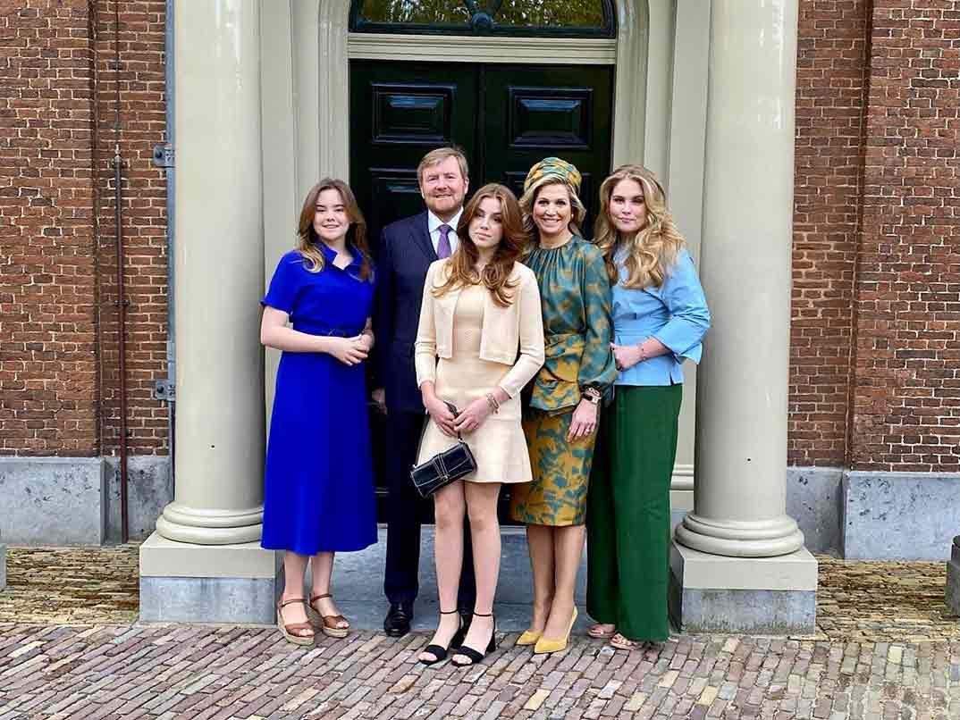Reyes Guillermo y Máxima de Holanda con sus hijas - Día del Rey © koninklijkhuis/Redes Sociales