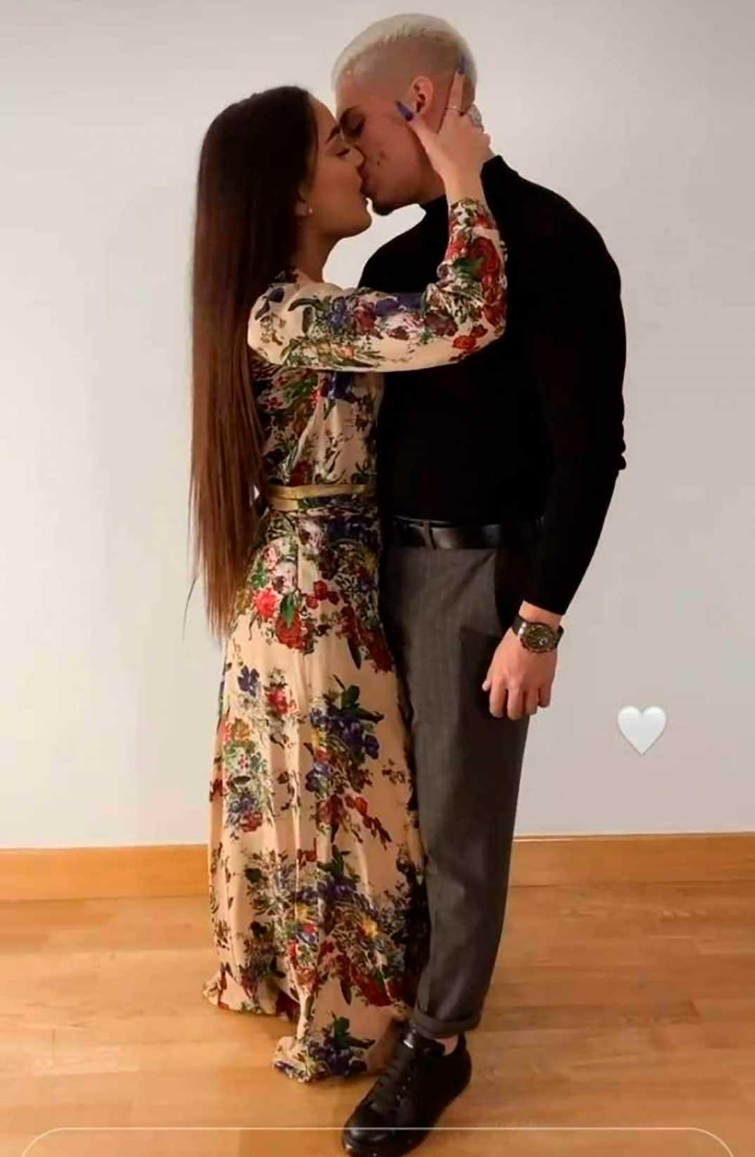 Julia Janeiro con su novio © Instagram