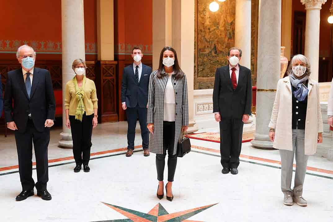 """Reina Letizia - reunión de trabajo de la Fundación del Español Urgente """"FundéuRAE"""" © Casa S.M. El Rey"""