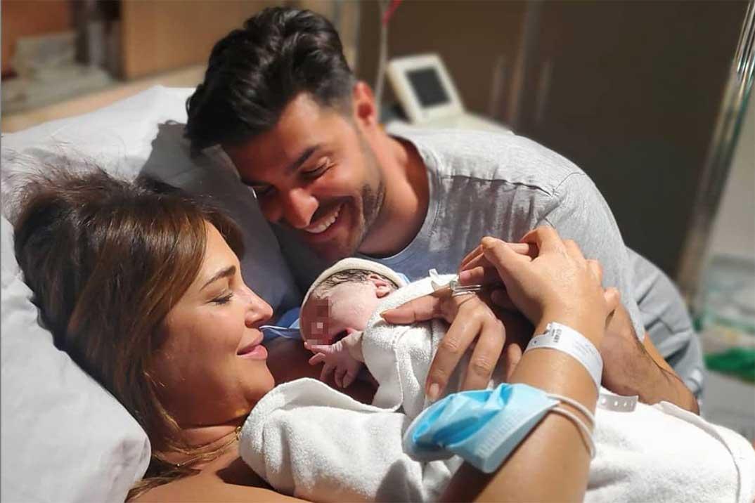 Paula Echevarría y Miguel Torres con el pequeño Miguel © Instagram