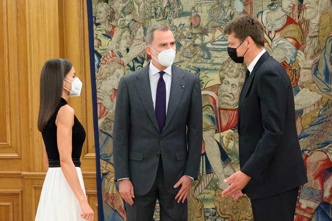 Reyes Felipe y Letizia - Audiencia al Sr. Hugh Elliott, Embajador del Reino Unido de Gran Bretaña e Irlanda del Norte en España © Casa S.M. El Rey