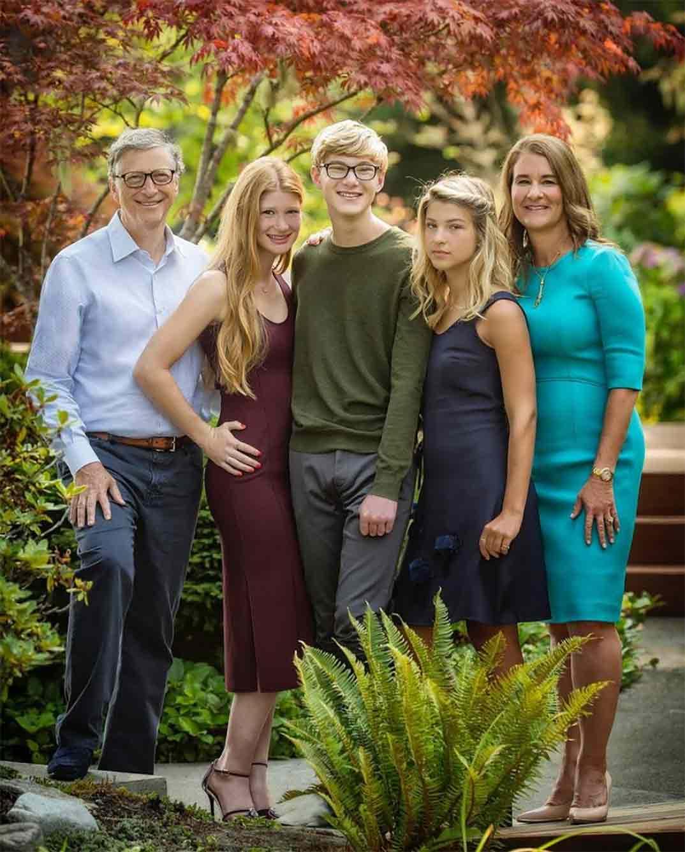 Bill Gates y Melinda Gates con sus tres hijos © Instagram