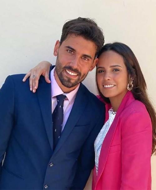 Gloria Camila y su traje fucsia como el de Rocío Carrasco