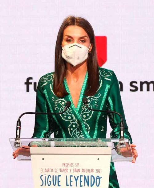 La reina Letizia recupera el vestido que comparte con varias presentadoras