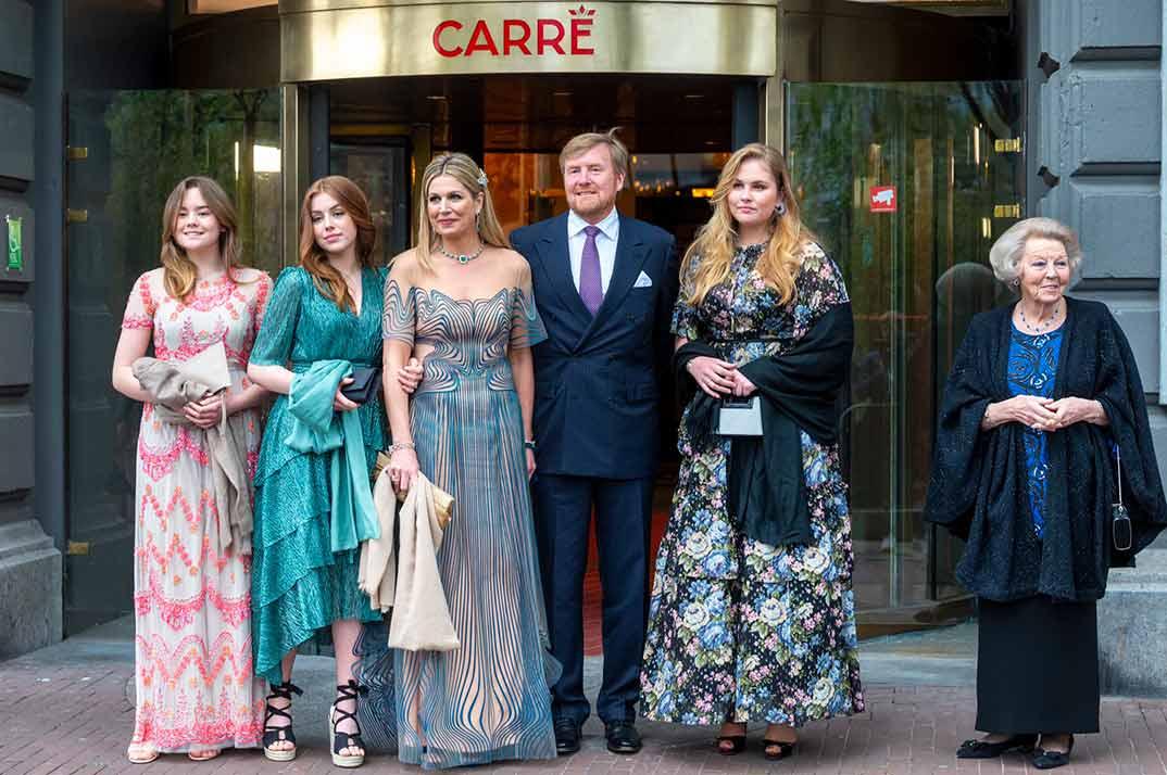Reyes Guillermo y Máxima de Holanda con sus hijas y la princesa Beatriz © koninklijkhuis/Instagram
