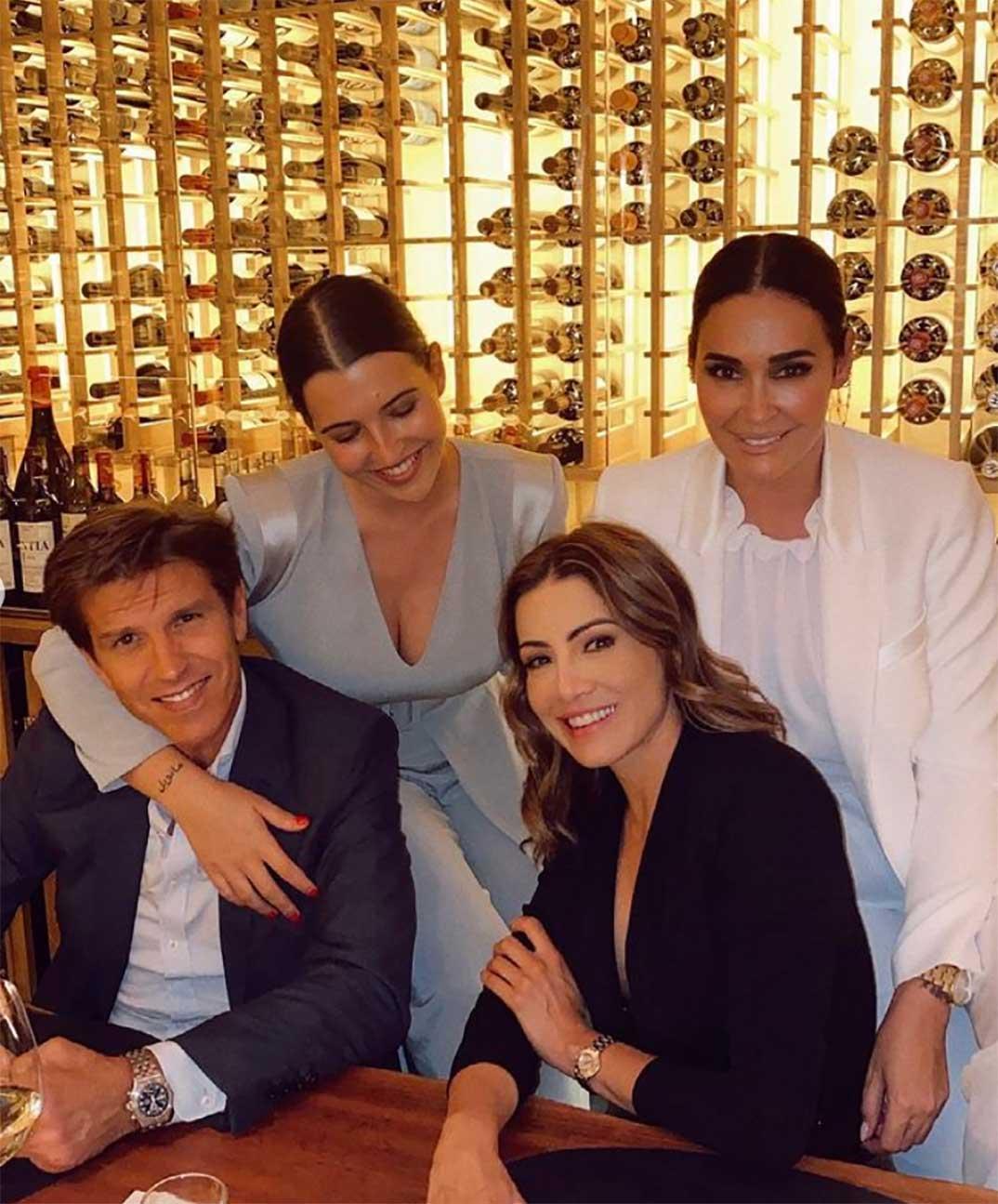 Alba Díaz con sus padres, El Cordobés y Vicky Martín Berrocal y Virginia Troconis © Instagram