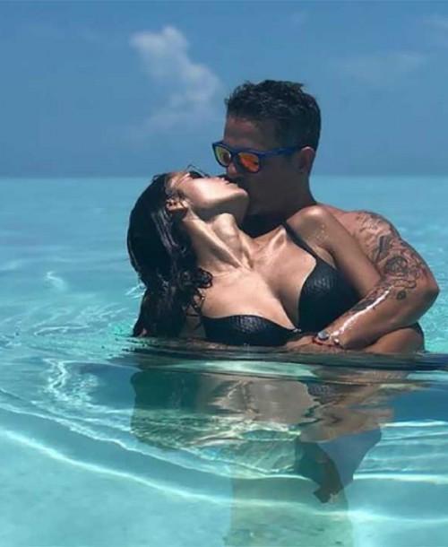 Alejandro Sanz y Rachel Valdés presumen de amor en el paraíso