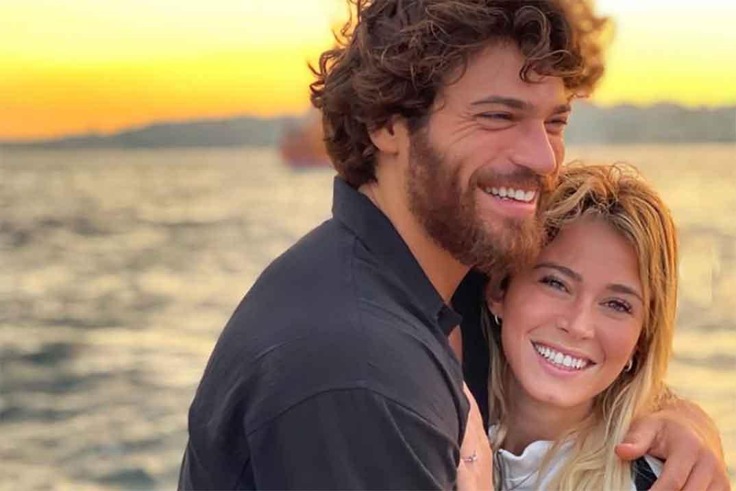 Las románticas vacaciones de Can Yaman y su novia