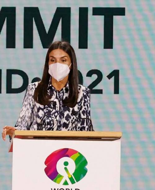 La reina Letizia recicla su favorecedor conjunto de Victoria Beckham