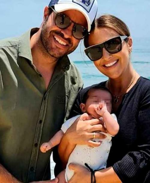 Paula Echevarría y Miguel Torres llevan por primera vez a su hijo a la playa