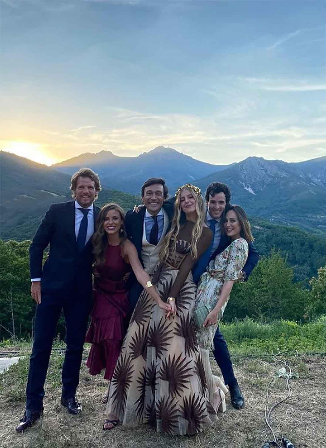 Tamara Falcó e Íñigo Onieva con sus amigos © Instagram