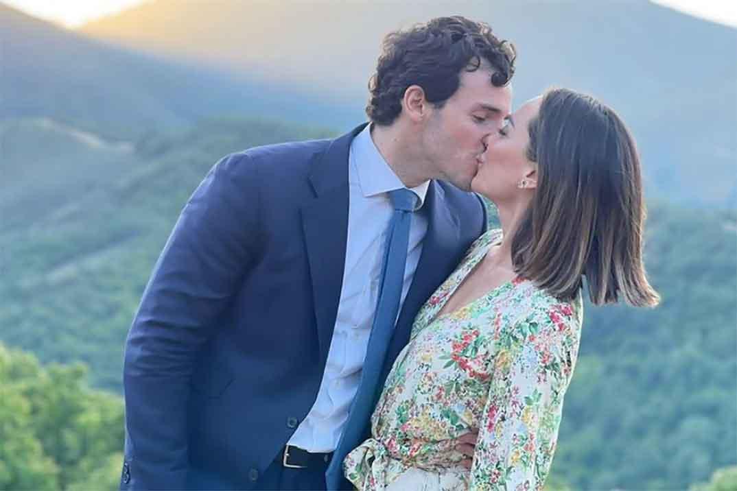 Tamara Falcó e Íñigo Onieva presumen de amor en la boda de unos amigos