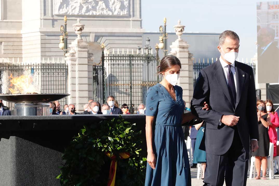 Reyes Felipe y Letizia homenaje a las víctimas del Covid-19 © Casa S.M. El Rey