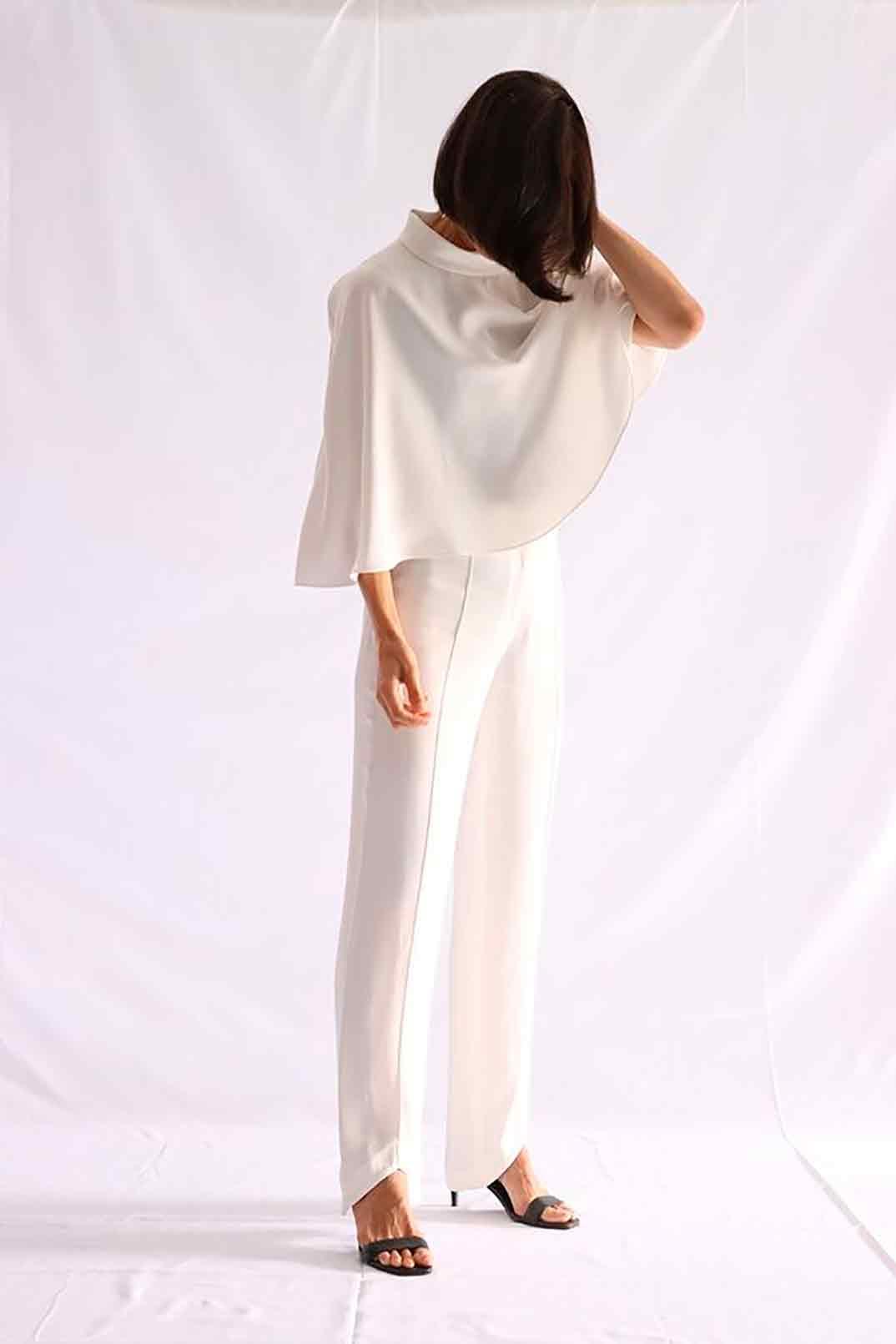 Conjunto blusa capa pantalón blanco - On Atlas