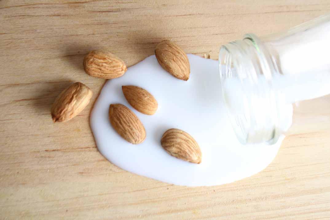 ¿Cuáles son los beneficios de tomar leche de almendra?