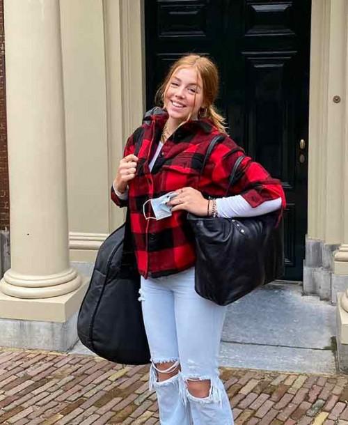 El espontáneo posado de Alexia de Holanda antes de viajar a Gales