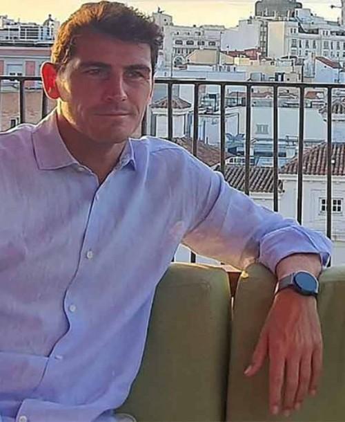 Iker Casillas se une a los voluntarios en las labores de extinción del incendio de Ávila