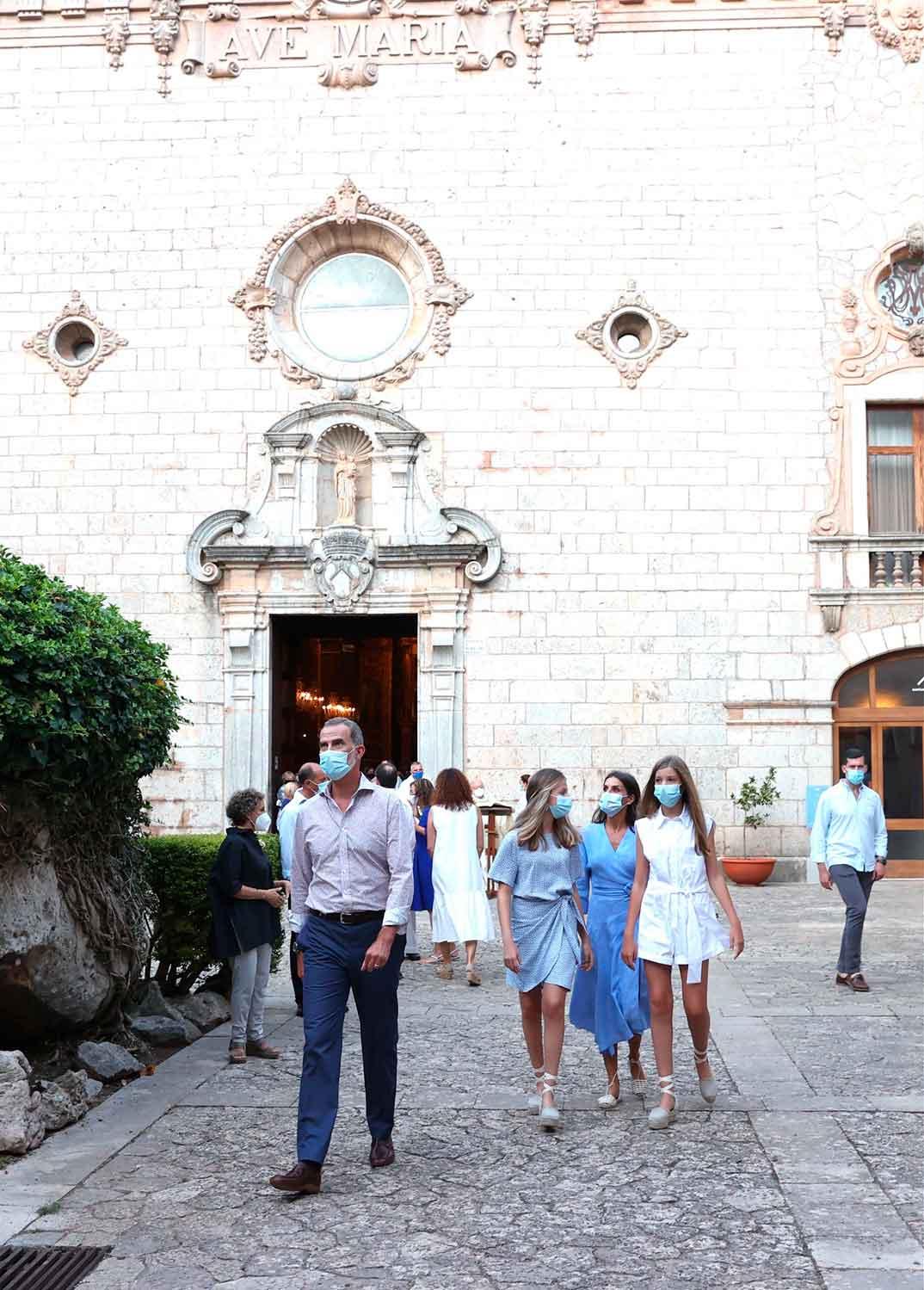 Reyes Felipe y Letizia con sus hijas Leonor y Sofía - Palma de Mallorca © Casa S.M. El Rey