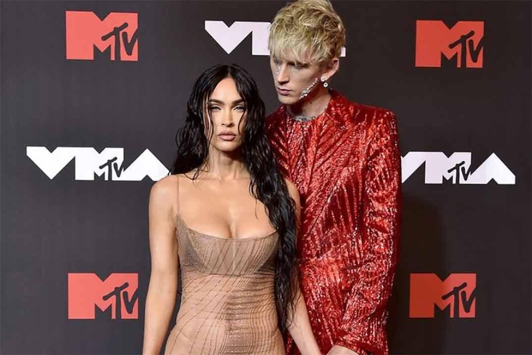 La pelea de Machine Gun Kelly y Conor McGregor, con Megan Fox en medio, en los MTV VMAs 2021