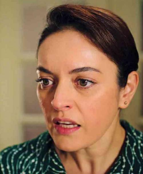 """Inocentes"" Capítulo 18: Gülben confiesa a Safiye que Inci se unió a la cena familiar"