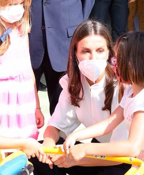 """El """"uniforme"""" de la reina Letizia para inaugurar el curso escolar"""