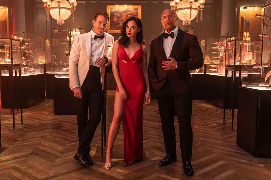 """""""Red Notice"""" (Alerta Roja) con Ryan Reynolds, Dwayne """"The Rock"""" Johnson y Gal Gadot – Trailer Oficial"""