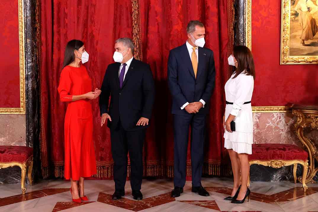 La reina Letizia recupera su vestido rojo de Massimo Dutti más comentado