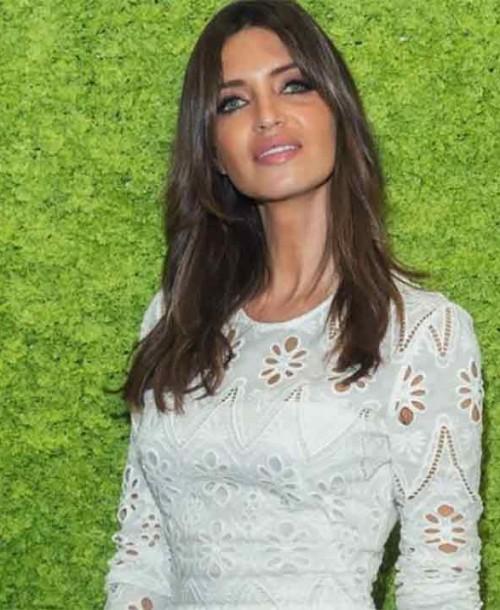 Sara Carbonero se viste de blanco para dar la bienvenida al otoño