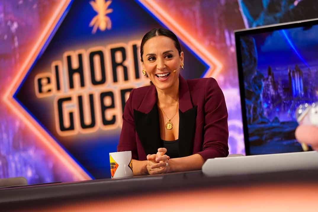 Tamara Falcó regresa a la televisión con un traje perfecto para ir a la oficina