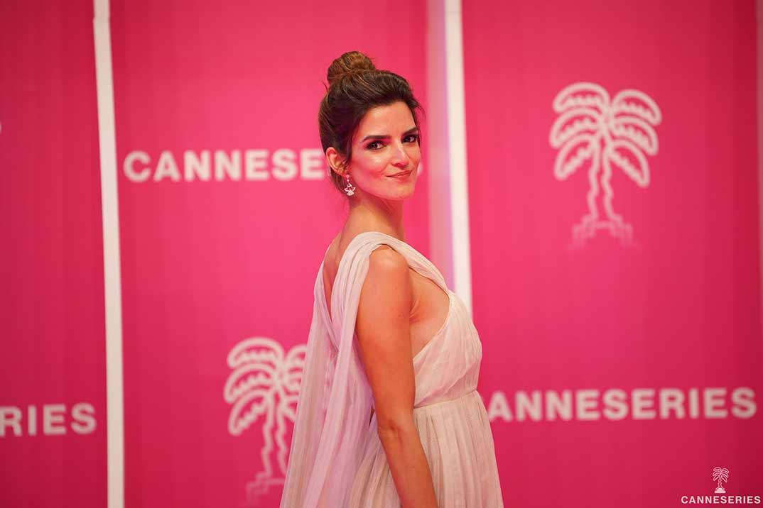 Clara Lago arrasa en la alfombra roja del festival Canneseries