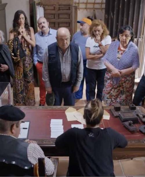 """""""El pueblo"""" Temporada 2 Capítulo 4: María toma posesión como alcaldesa"""