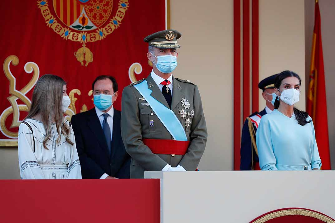 Los estilismos de la reina Letizia y la infanta Sofía en el Día de la Hispanidad
