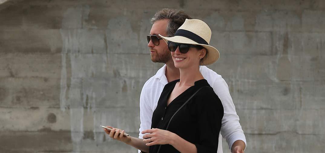 Anne Hathaway y su marido, descubren Ibiza