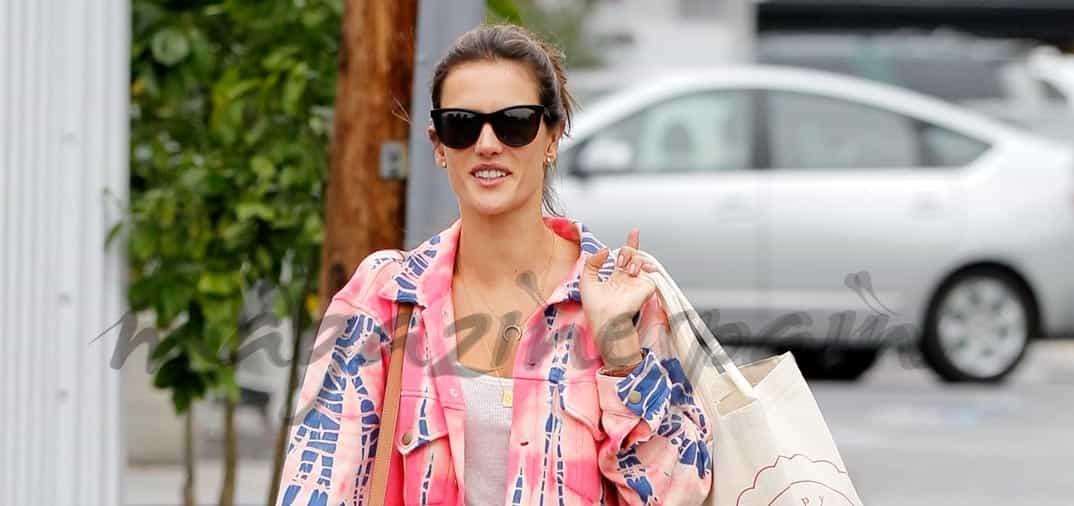 Alessandra Ambrosio de compras
