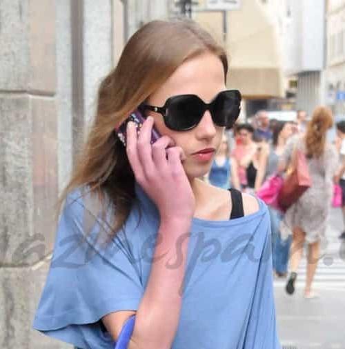 La extrema delgadez de Allegra Versace