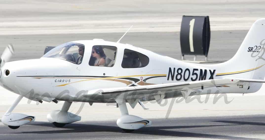 Angelina-Jolie avioneta