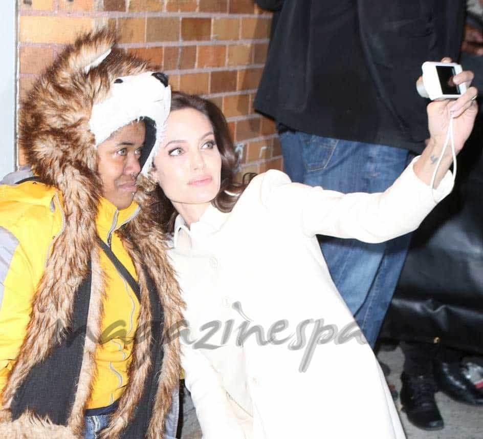 Angelina-Jolie-y-fans