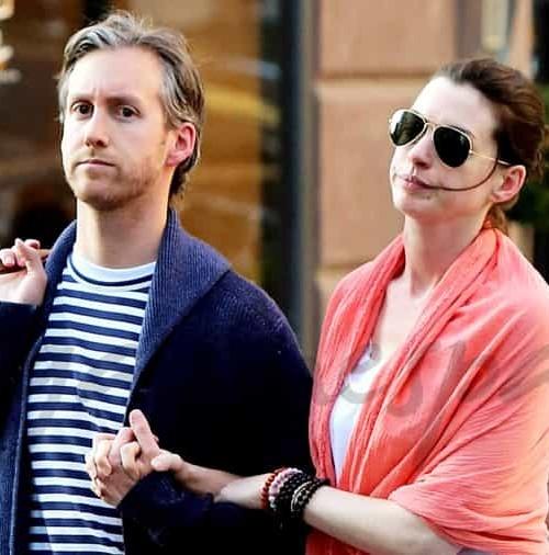 Anne Hathaway y su marido Adam Shulman, look neoyorkino