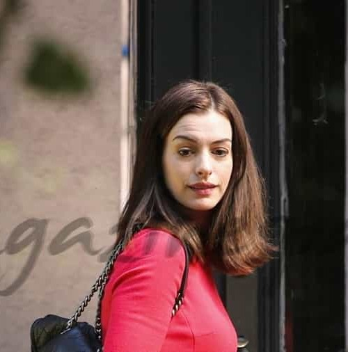 Anne Hathaway  y sus bailarinas