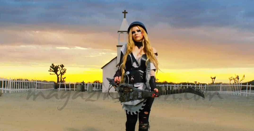 La cantante canadiense Avril Lavigne, gravemente enferma